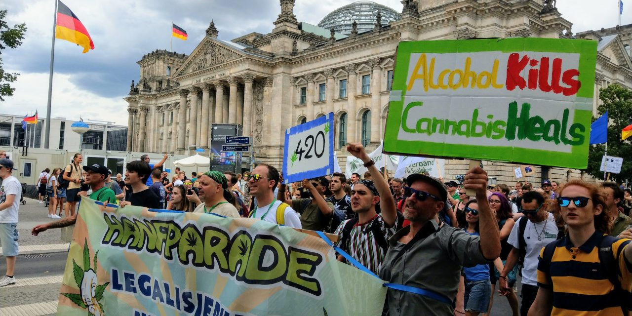 8000 Menschen fordern auf Hanfparade die Legalisierung von Cannabis